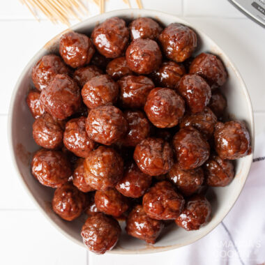 bowl of grape jelly meatballs